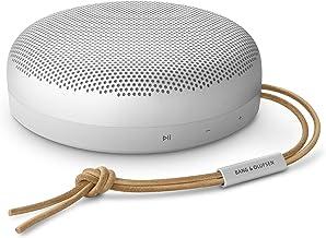 Bang & Olufsen Beosound A1 Altavoz Bluetooth inalámbrico portátil de 2ª generación con asistencia de voz e integración Alexa, 3 micrófonos para una gran calidad de llamada, 18 horas de reproducción, IP 67 a prueba de polvo y resistente al agua
