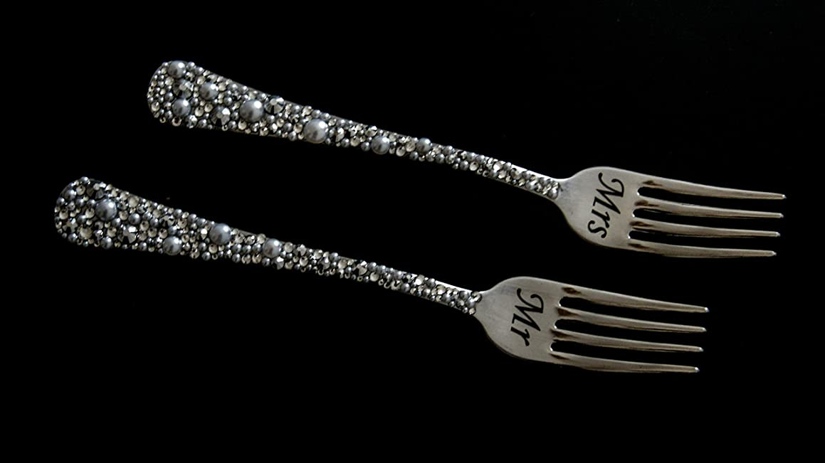 Engraved Mr and Mrs Forks for Wedding Crystal and Pearl Wedding Forks Set Personalized Wedding Cake Forks Wedding Gift
