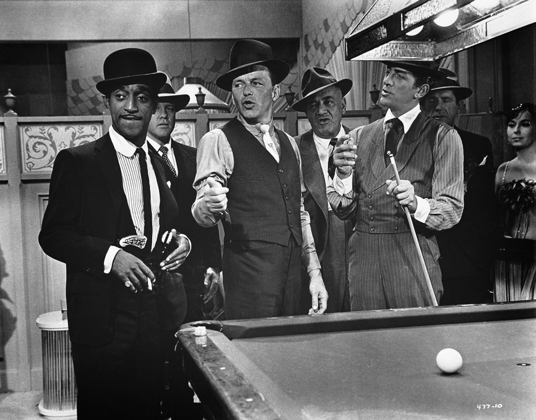 The Poster Corp Frank Sinatra Playing Billiards Photo Print (60,96 x 76,20 cm)