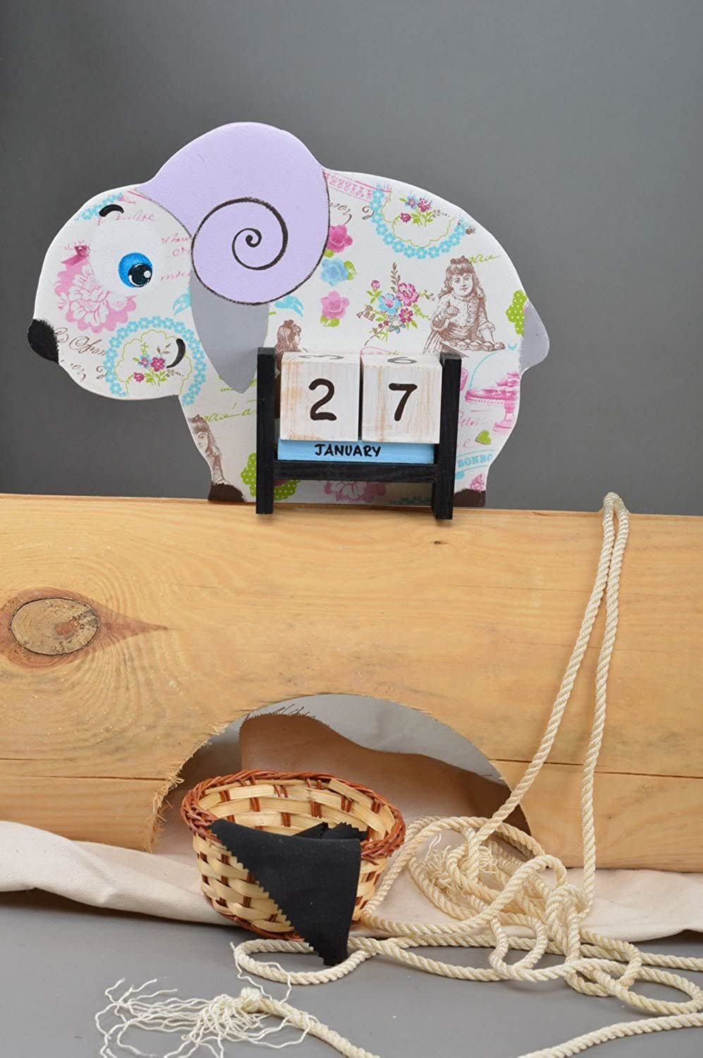 Handmade Decorative Calendar Wooden Table Calendar Cute Souvenir for Kids