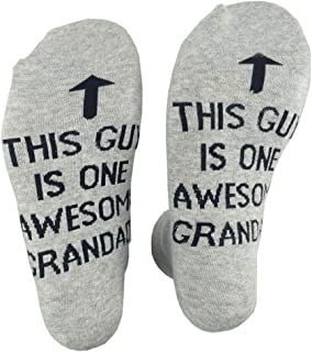 YO-HAPPY Hommes drôles Longues Chaussettes d'équipage Unisexe ce Gars est Un génial Papa Lettres Impression Coton peigné c...