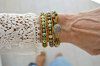 Pulsera wrap bohemia hecha a mano con piedras y cuero en color verde, piedras curativas