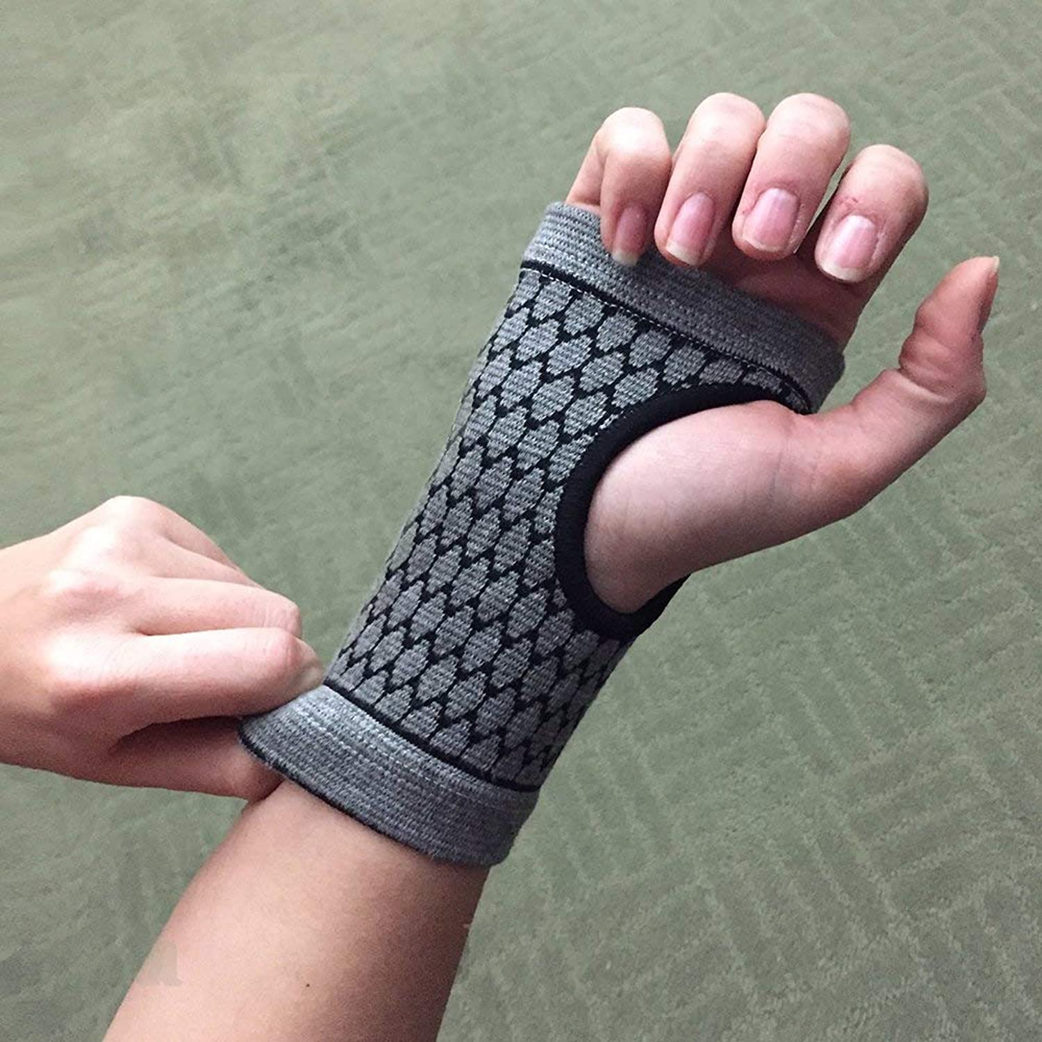 Carpal Tunnel Wrist Support  Bamboo Charcoal Technology  SelfWarming Carpal Support  XSmall