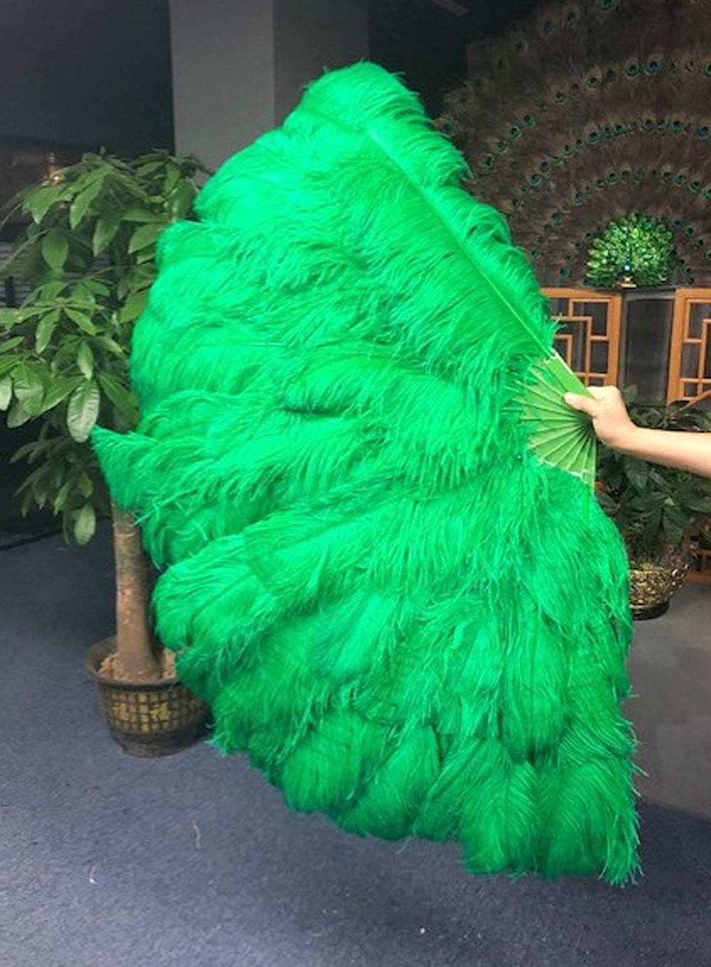 Max 83% Milwaukee Mall OFF Green 3 Layers Ostrich Feather Fan Travel with leathe 65