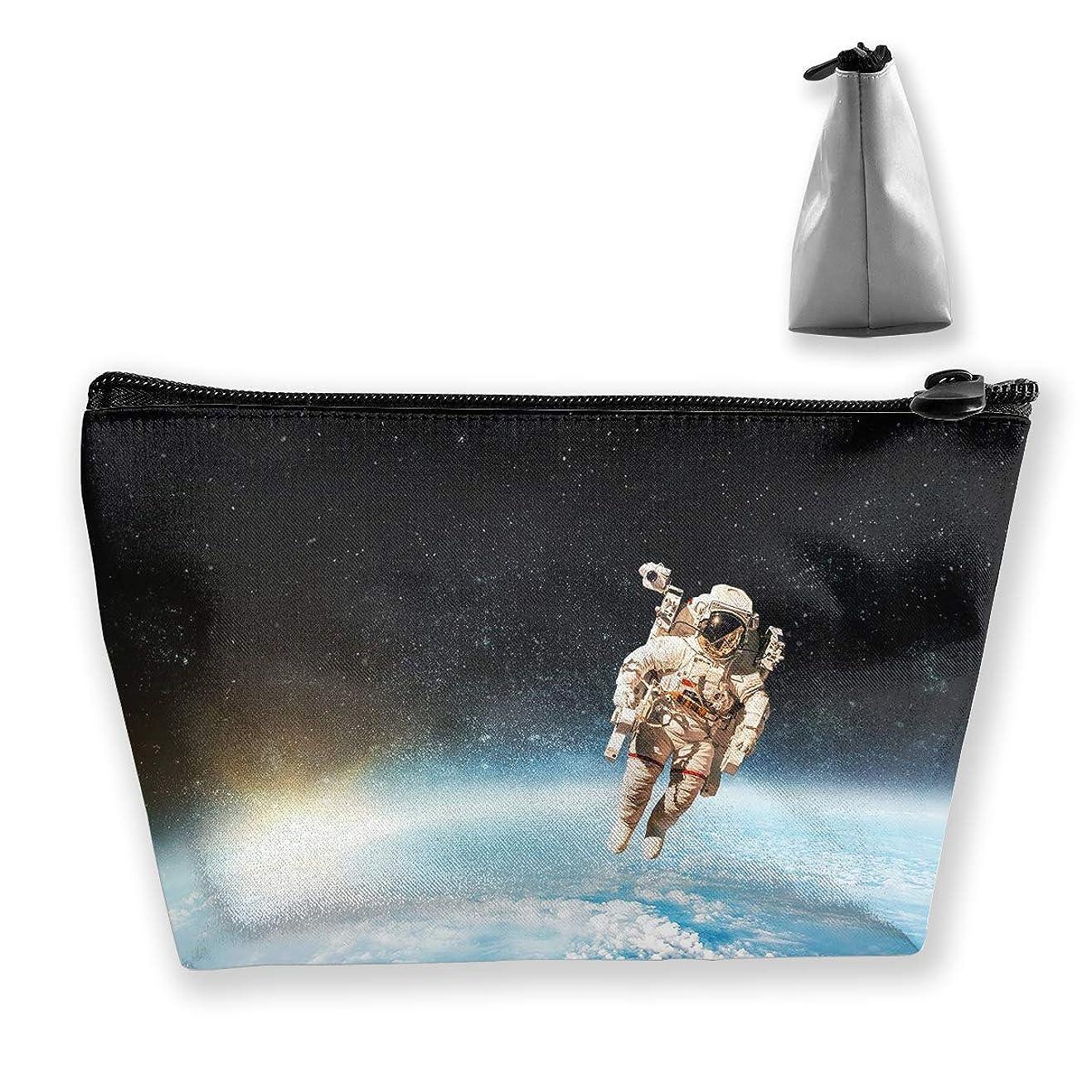 上へ偉業寄付台形 レディース 化粧ポーチ トラベルポーチ 旅行 ハンドバッグ 宇宙飛行士 コスメ メイクポーチ コイン 鍵 小物入れ 化粧品 収納ケース