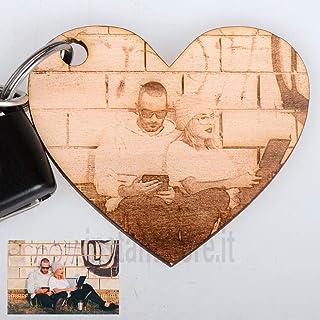 Portachiavi in legno a forma di cuori personalizzato con foto incisione ottimo per San Valentino e innamorati