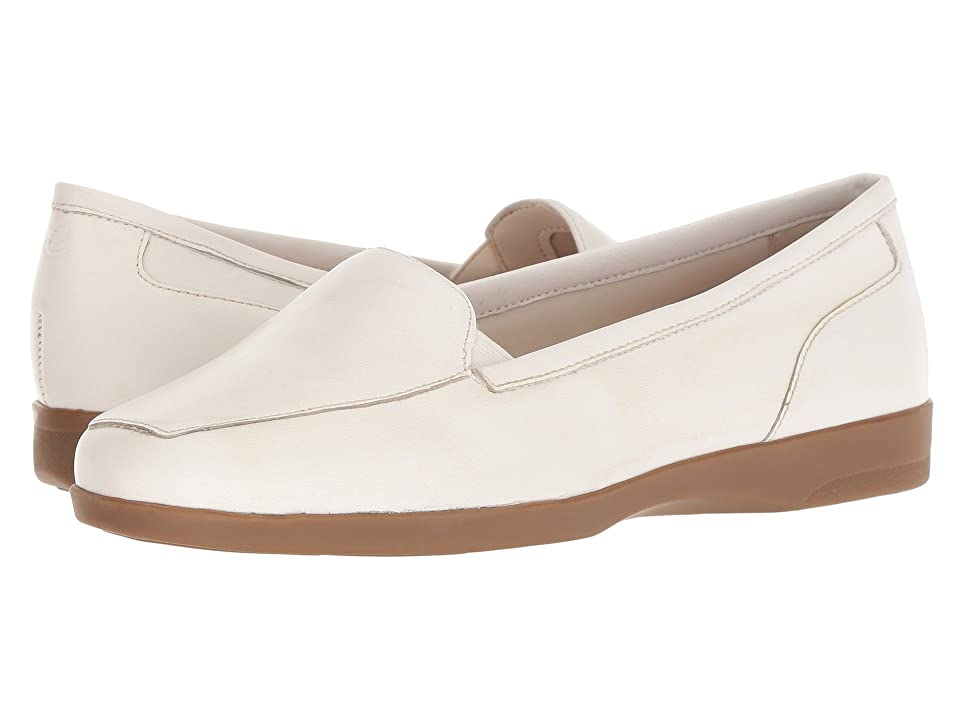 Easy Spirit Devitt (White/White) Women