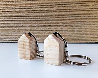 Llavero con mini casa de madera natural de estilo nórdico