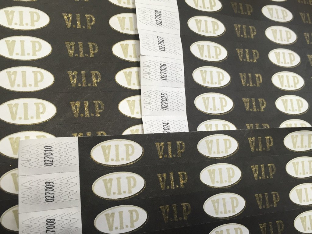 VIP - 100 Pack - Tyvek Wristbands for Pubs, Clubs, Festivals and Events. Premium Quality Security Labels - 19mm - 3/4 Inch