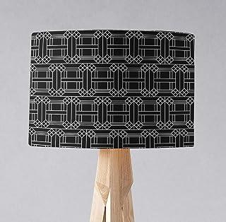 Pantalla negra con diseño geométrico blanco, lámpara de sobremesa o plafón.