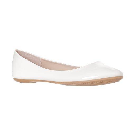 aa462c80e029 Women s White Patent Leather Flat Shoes  Amazon.com
