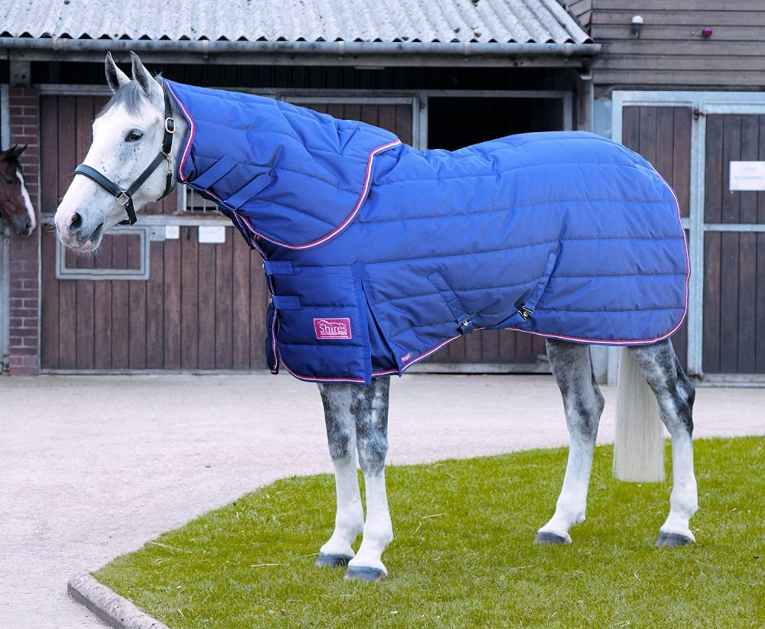 Shires Tempest Plus 250 Stable Rug & Neck Set  Navy Red (5ft 9in)