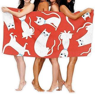 Rött badlakan mönstrad med stora vita katter.