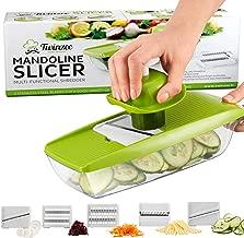 Mandoline de Cuisine Professionnelle 5 en 1 Twinzee - Découpe les fruits et les légumes rapidement et uniformément - Livré avec 5 lames différentes en inox haute qualité, un poussoir de sécurité et un bac de stockage
