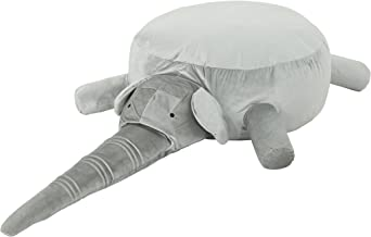 بين باج القطيفة بتصميم فيل من كريستوفر نايت هوم بروك، باللون الرمادي الأفق