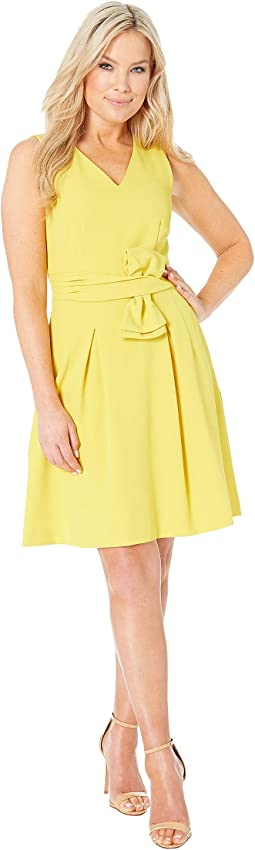 Petite Sleeveless V-Neck Bow Waist Dress
