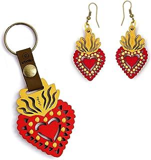 Ethnika - Llavero y aretes de madera pintados a mano con diseño inspirado en el Sagrado Corazón