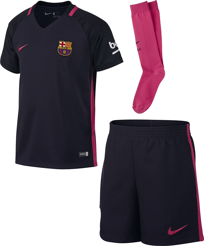 amazon com nike 2016 2017 barcelona away little boys mini kit sports outdoors nike 2016 2017 barcelona away