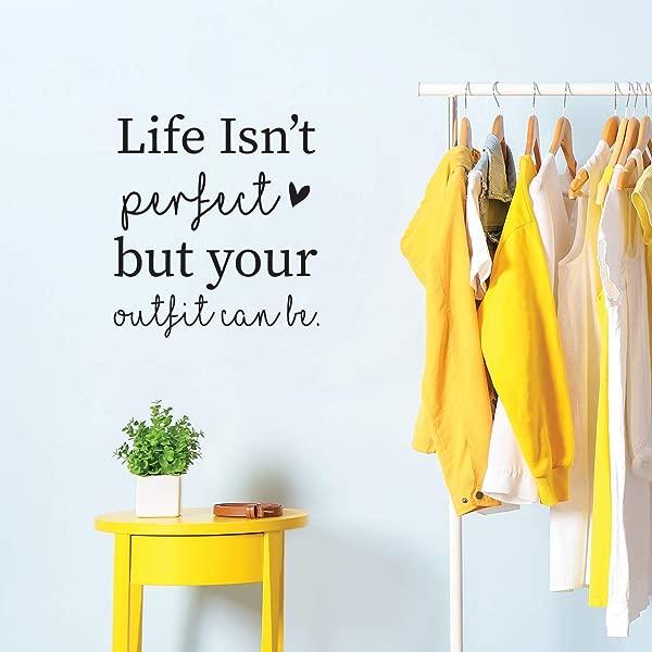 乙烯基墙艺术贴花生活并不完美,但你的服装可以是 22x20 女性时尚时尚家居卧室公寓室内零售商店衣柜心脏装饰
