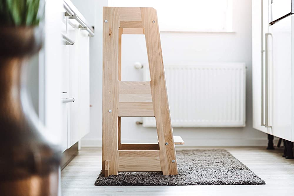 WERBUNG – TiSsi Lernturm mit zusätzlichen seitlichen Füßchen. Effektiver Kippschutz.