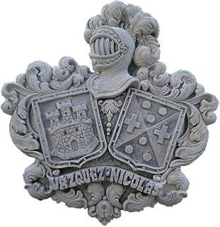 Talla de piedra artificial de 2 escudos heráldicos de apellidos.