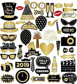 Accesorios para fotomatón, Kit de decoración de Fiestas para Feliz Año 46 Piezas Reutilizable y Resistente con Palos, anteojos, Bigotes, Sombreros para Bodas Cumpleaños Favores de Fiesta de Año
