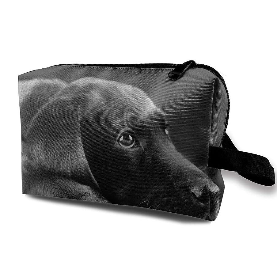 影響するオーストラリア大胆レディース 化粧ポーチ 旅行収納ポーチ トイレタリーバッグ ブラックドッグ犬 コスメ メイクポーチ ハンドバッグ 大容量 化粧品 鍵 小物入れ 軽量
