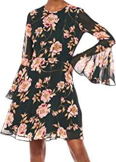 فستان نسائي ضيق وواسع مع أكمام جرس من Donna Morgan