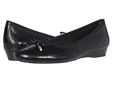 Rockport Total Motion Shea Perf Tie (Black) Women