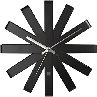 UMBRA Ribbon Clock. Horloge murale silencieuse Ribbon, en métal, coloris noir. Dimension : 31cm de diamètre x 5.7cm d'épai...