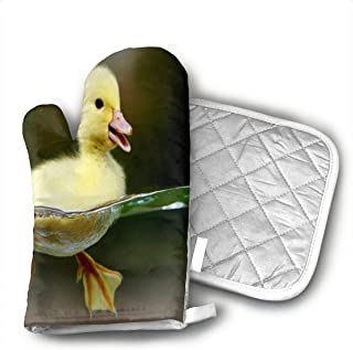 NSDJAH Animals Yellow Baby Duck Oven Gloves, Kitchen Oven Gloves, Professional Heat-Resistant Baking Gloves.