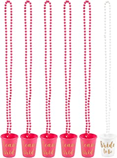 Schnapsbecher-Halskette von Blue Panda 6 Stück - Für Verlobungsfeier, Junggesellinnenabschied, Polterabend - Pink und Weiß, Shotbecher mit Goldfarbener Schrift - Plastik - 76,2 cm lang