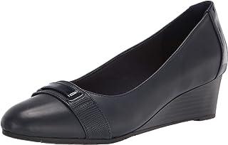 حذاء نسائي من Clarks من Mallory Strap Loafer