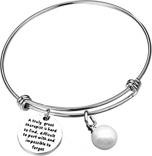 Coworker Bracelet Colleague Leaving Gifts A Truly Great Therapist is Hard to Find Personalized Retirement Gifts Bracelet Goodbye Gifts for Best Cowork Friend Teacher Tutor Colleague Boss 1PCS