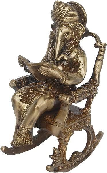 Aak 领主甘尼萨雕像坐在椅子上读一本棕色的书