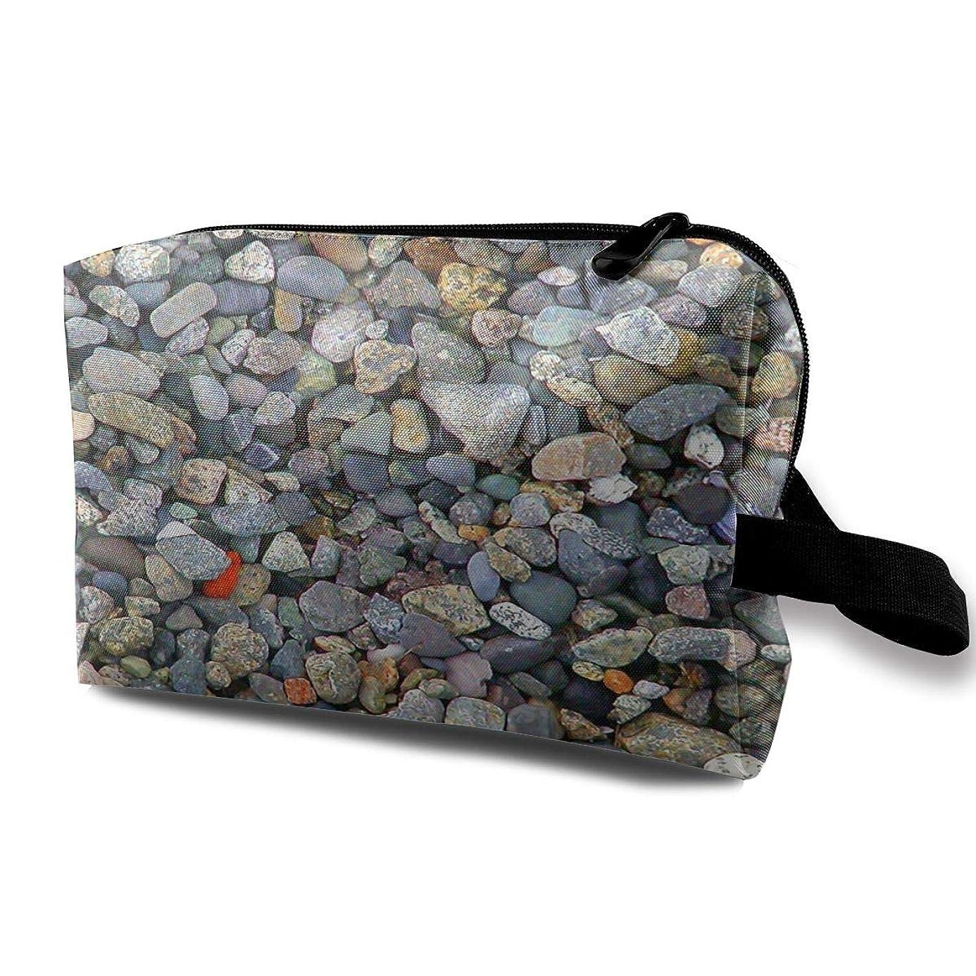 例示するコンテンツ達成Beach Stones 収納ポーチ 化粧ポーチ 大容量 軽量 耐久性 ハンドル付持ち運び便利。入れ 自宅?出張?旅行?アウトドア撮影などに対応。メンズ レディース トラベルグッズ