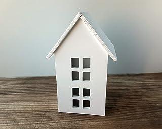 Casa blanca de madera de estilo escandinavo