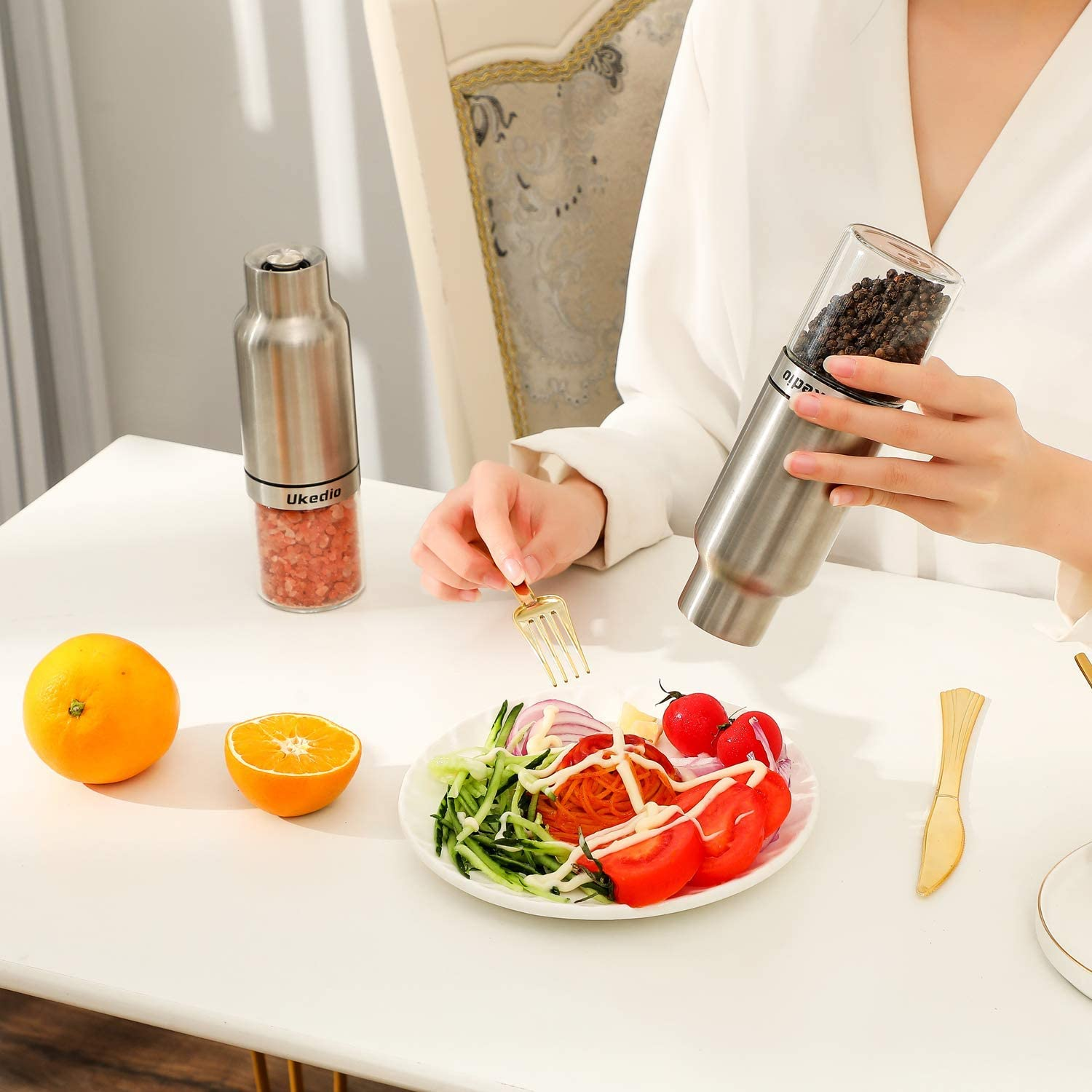 Stainless Steel with One Hand Operation Automatic Salt /& Pepper Mill Sets Adjustable Coarseness Grinder Pack of 2 Mills Ukedio Electric Gravity Pepper and Salt Grinder Set