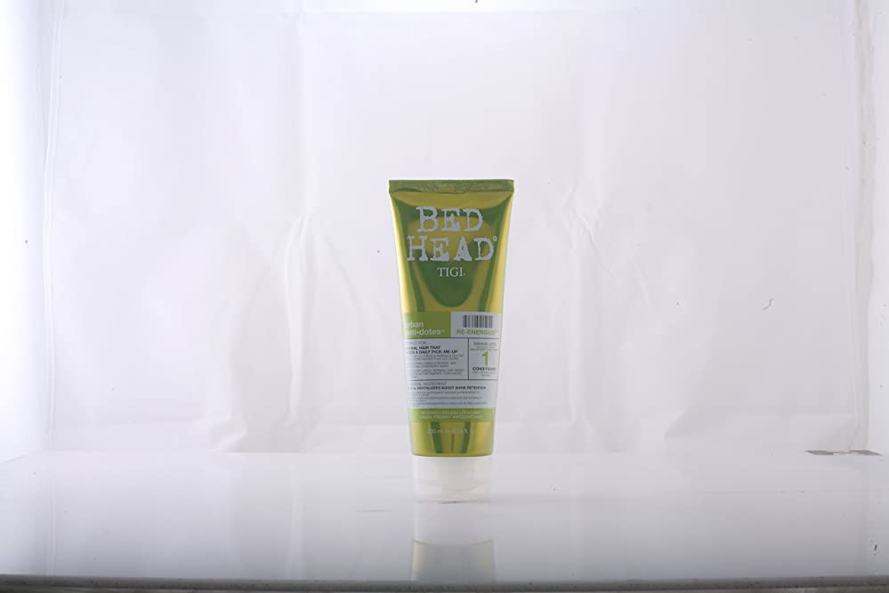 彼らの円形例示するby Tigi RE-ENERGIZE CONDITIONER 6.76 OZ by BED HEAD