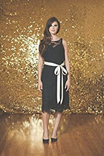 TRLYC 5ft7ft Gold Shimmer Sequin Fabric Photography Backdrop Sequin Curtain for Wedding/Party