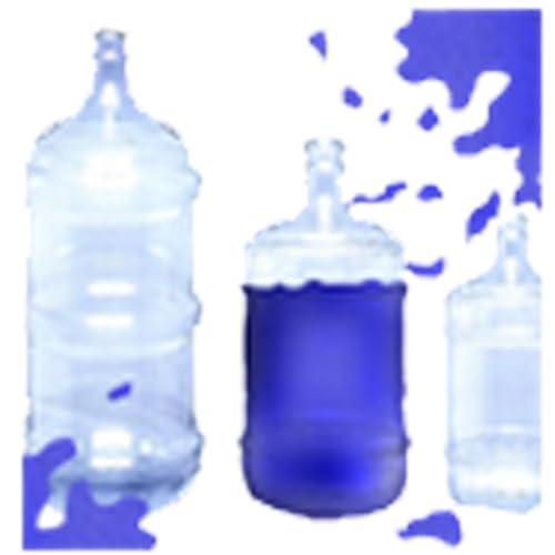 Mova a água da garrafa.