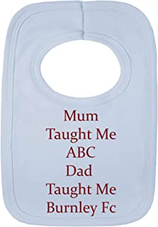 Babero personalizadode Stacey's Bibs con la frase «Mum taught me ABC - Dad taught me Barnley FC» (sin pegatinas) con hermoso bordado