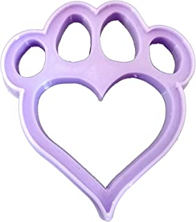 Taglia biscotti dell'impronte del cane con il cuore