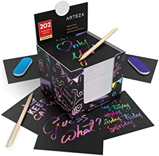 Arteza Notas de scratch art | 8,9 x 8,9 cm | 202 notas para rascar | 200 color arcoiris + 2 con diseño del espacio + 2 rascadores + 2 afiladores | Manualidades para niños, aulas y bricolaje