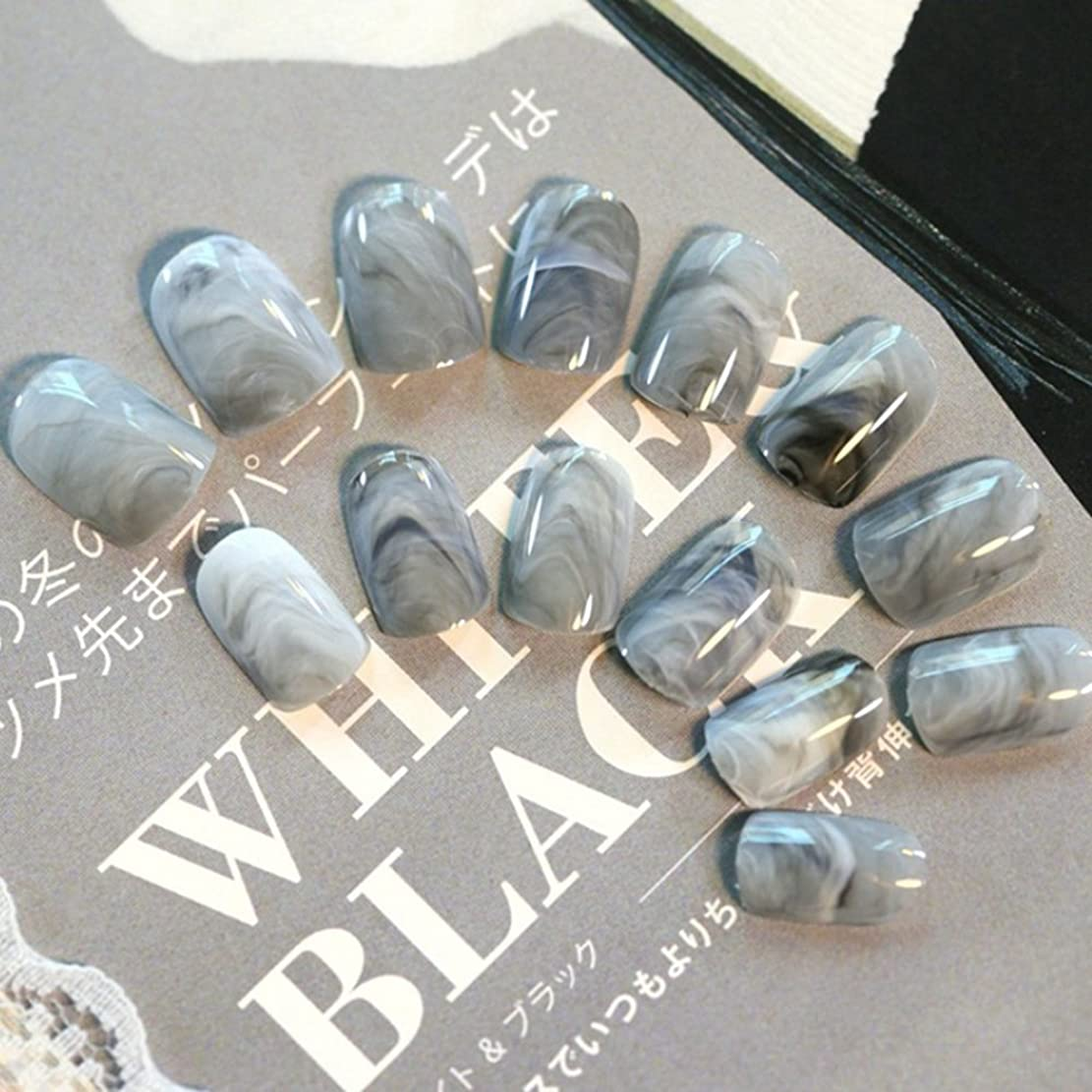 叫び声誤解するコンピューターを使用する24pcsグレー大理石の指の先端短い偽の爪アクリルフルカバーネイル
