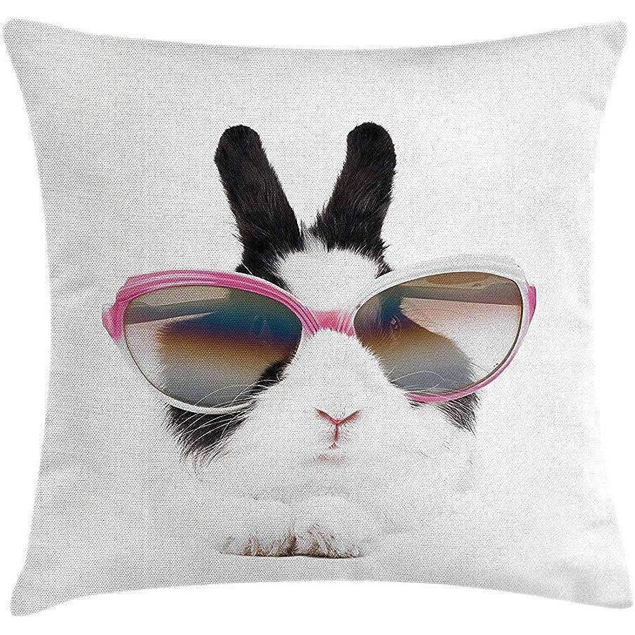 テクニカル疲れた遮る面白い投球枕クッションカバー、サングラスの小さなウサギ美容うさぎふわふわクリーチャーペットの肖像画ファッション画像、装飾的な正方形のアクセント枕ケース、18 x 18インチ、ブラックホワイト