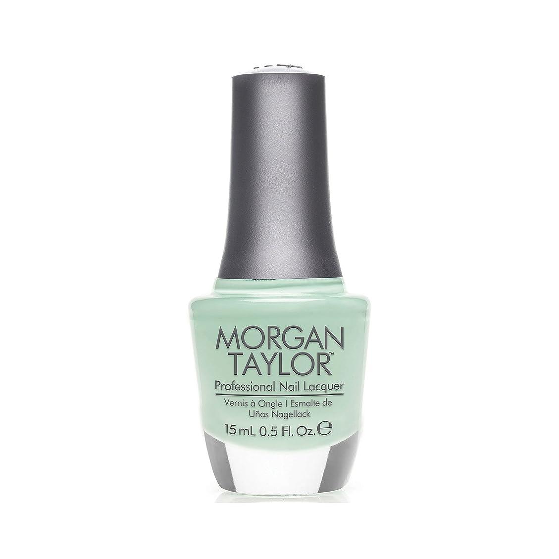 神秘的な研磨剤脇にMorgan Taylor - Professional Nail Lacquer - Mint Chocolate Chip - 15 mL / 0.5oz