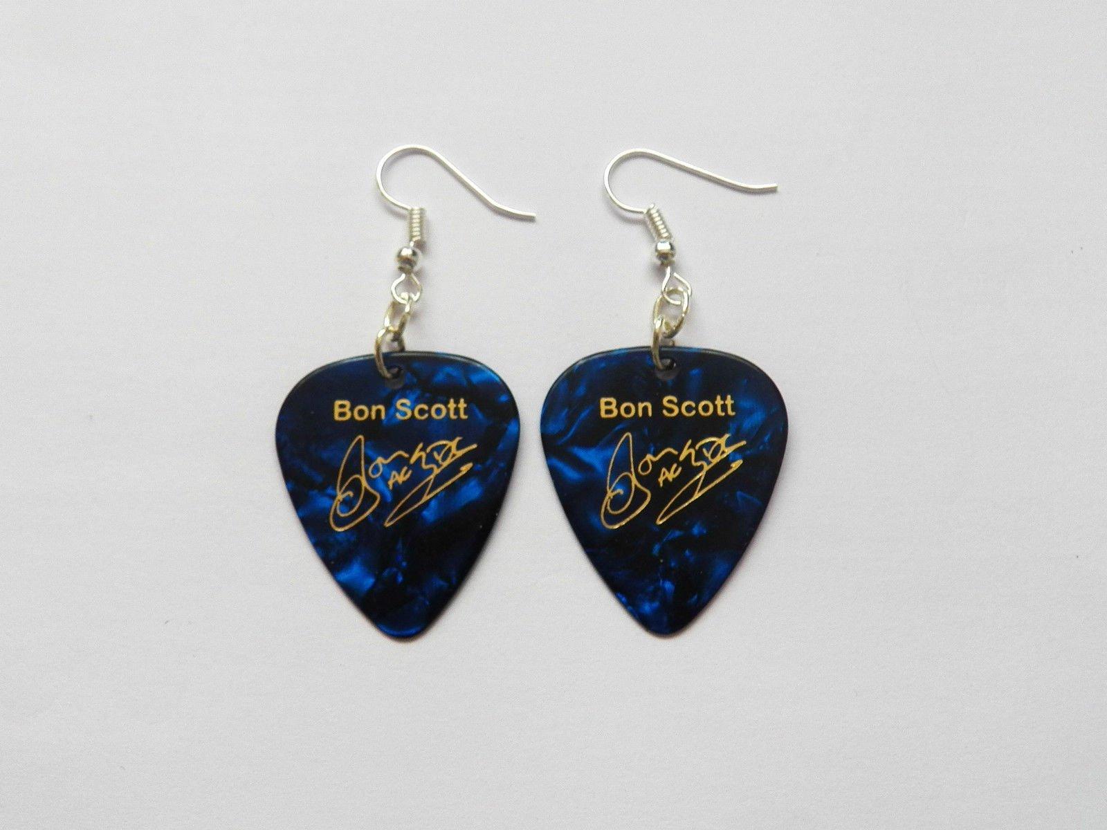 Bon Scott AC/DC ACDC Guitarra Púa Firma Oro Sello Pendientes: Amazon.es: Instrumentos musicales