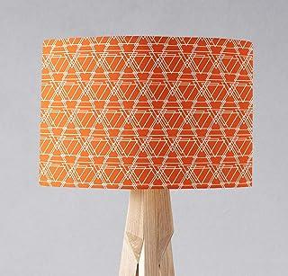 Pantalla de lámpara naranja con diseño geométrico de triángulos blancos, lámpara de sobremesa o plafón.