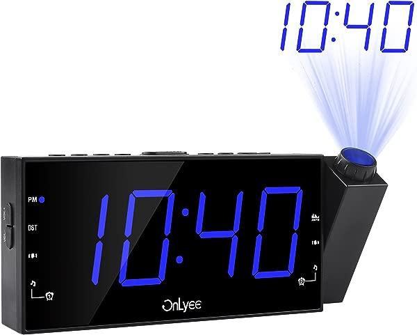带调幅调频收音机的 OnLyee 投影闹钟 7 LED 数字天花板显示睡眠计时器 180 投影仪带调光器 USB 充电交流电源和卧室备用电池的桌面货架时钟